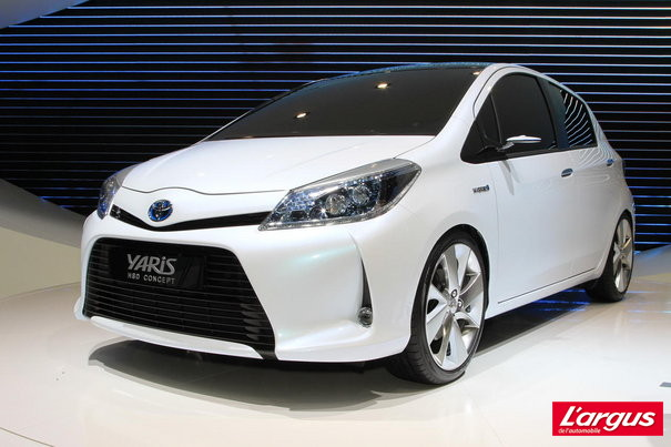 2019 Toyota Yaris HSD Concept photo - 6