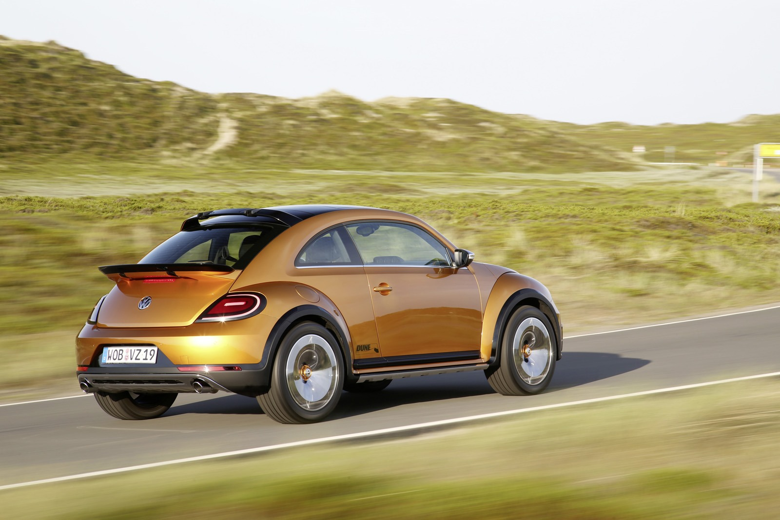 2019 Volkswagen Beetle Dune Concept photo - 1