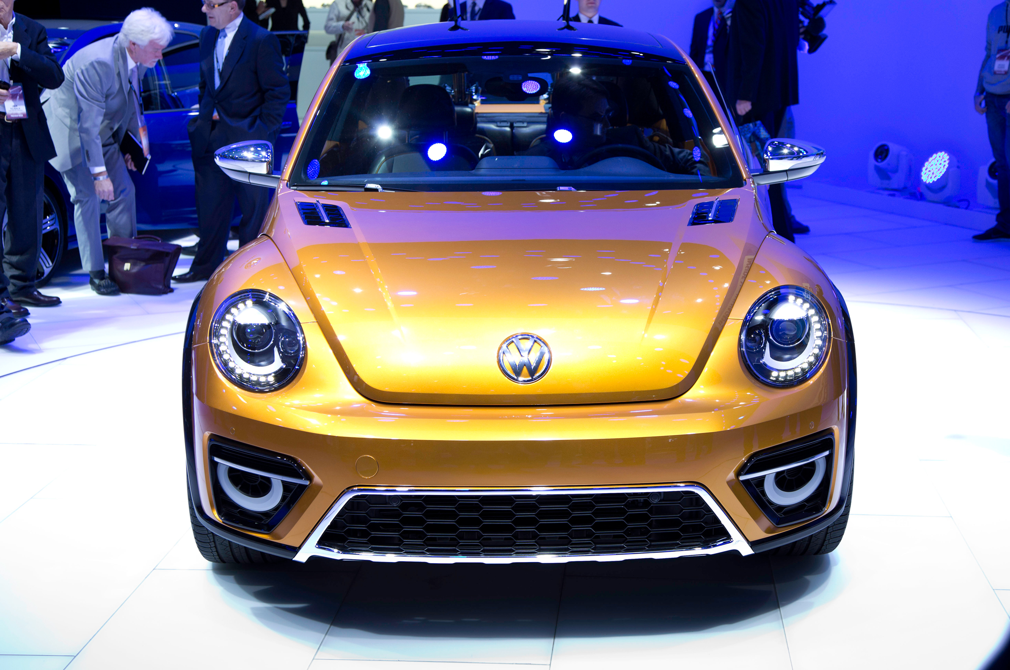 2019 Volkswagen Beetle Dune Concept photo - 2