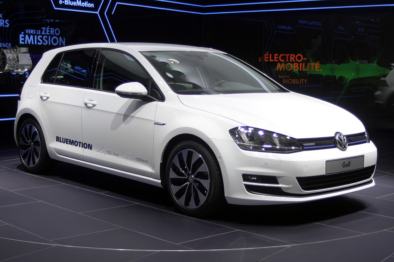 2019 Volkswagen Golf BlueMotion photo - 3