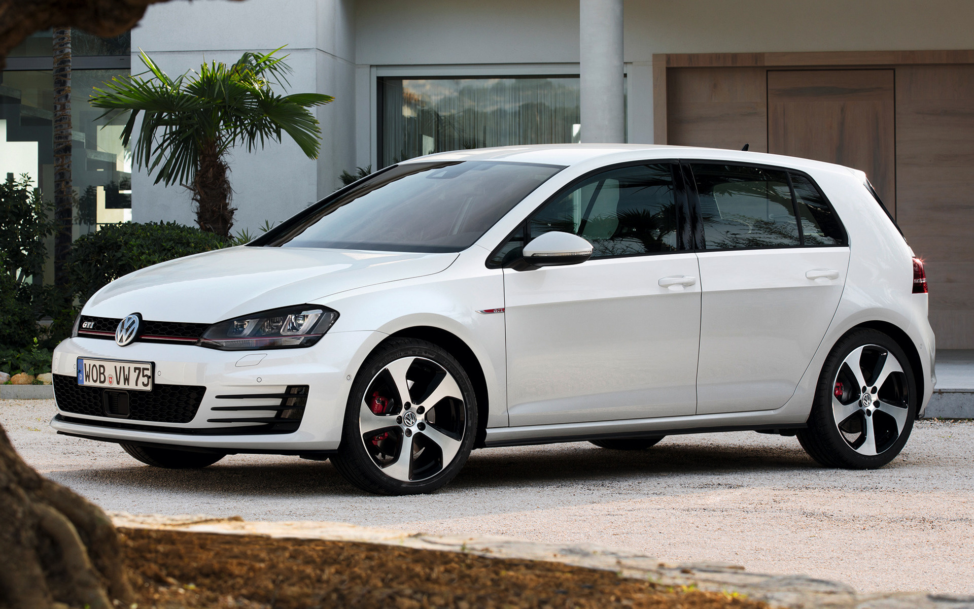2019 Volkswagen Golf GTI 5 door photo - 4