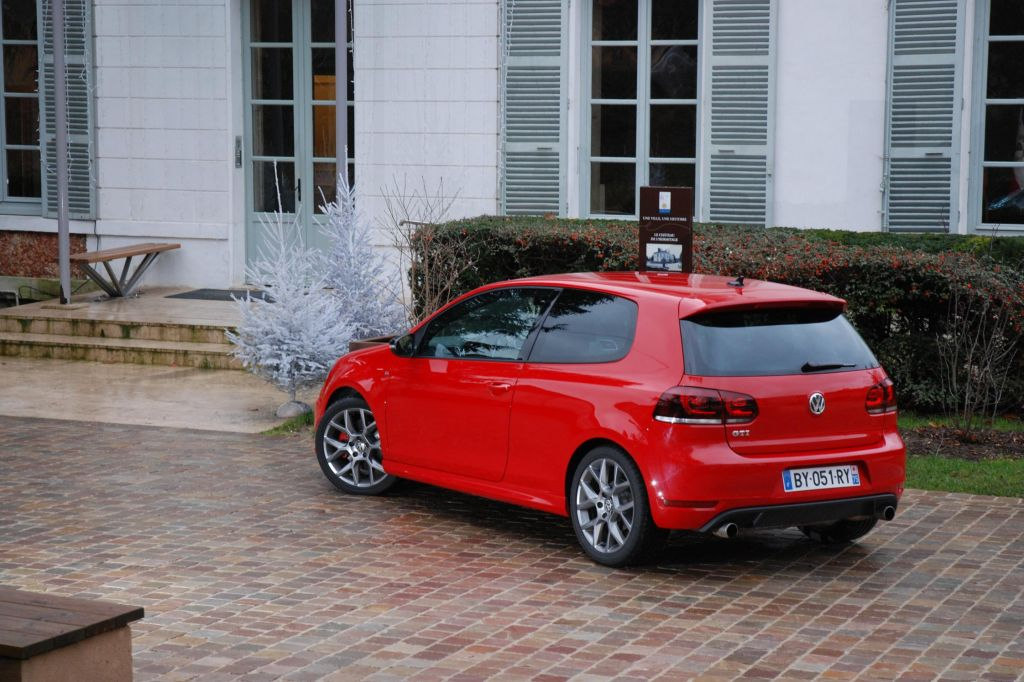 2019 Volkswagen Golf GTI Edition 35 photo - 6