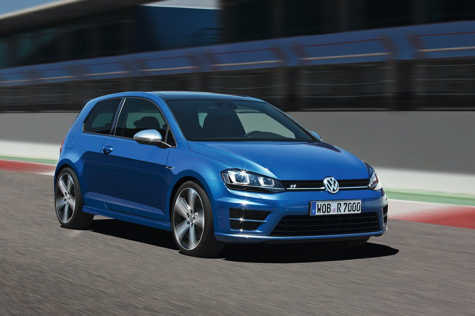 2019 Volkswagen Golf R photo - 3