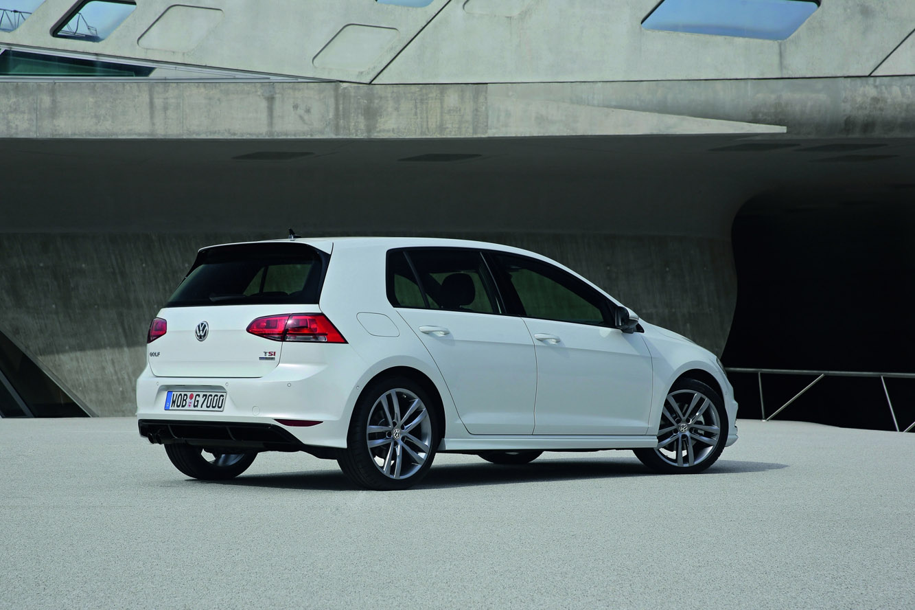 2019 Volkswagen Golf R photo - 6