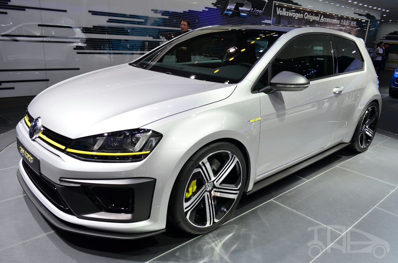 2019 Volkswagen Golf R Cabriolet Concept photo - 2
