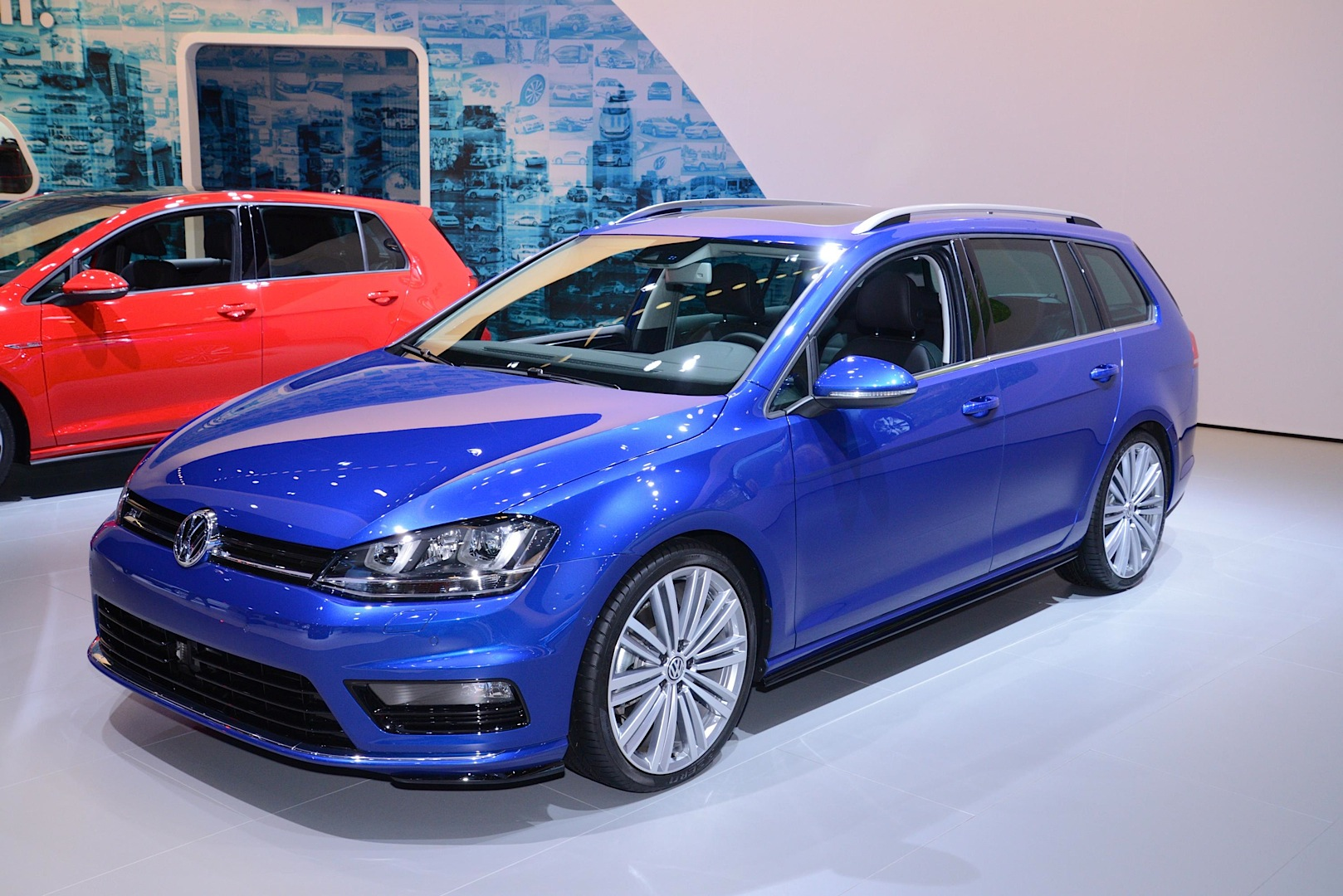 2019 Volkswagen Golf R32 photo - 3