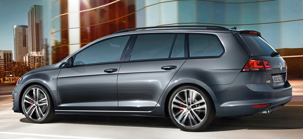 2019 Volkswagen Golf SportWagen photo - 3
