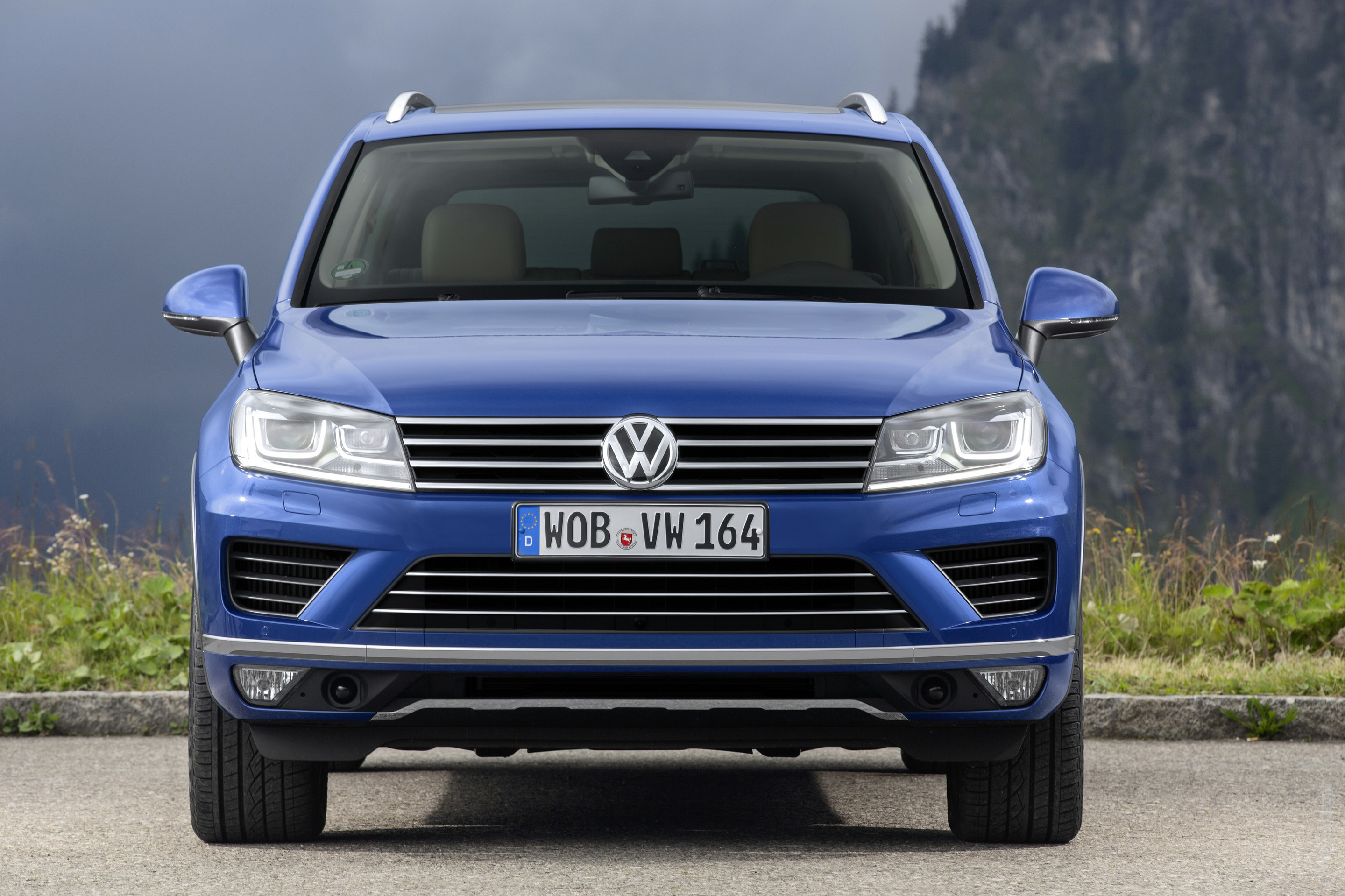 2019 Volkswagen Touareg V6 TDI photo - 3