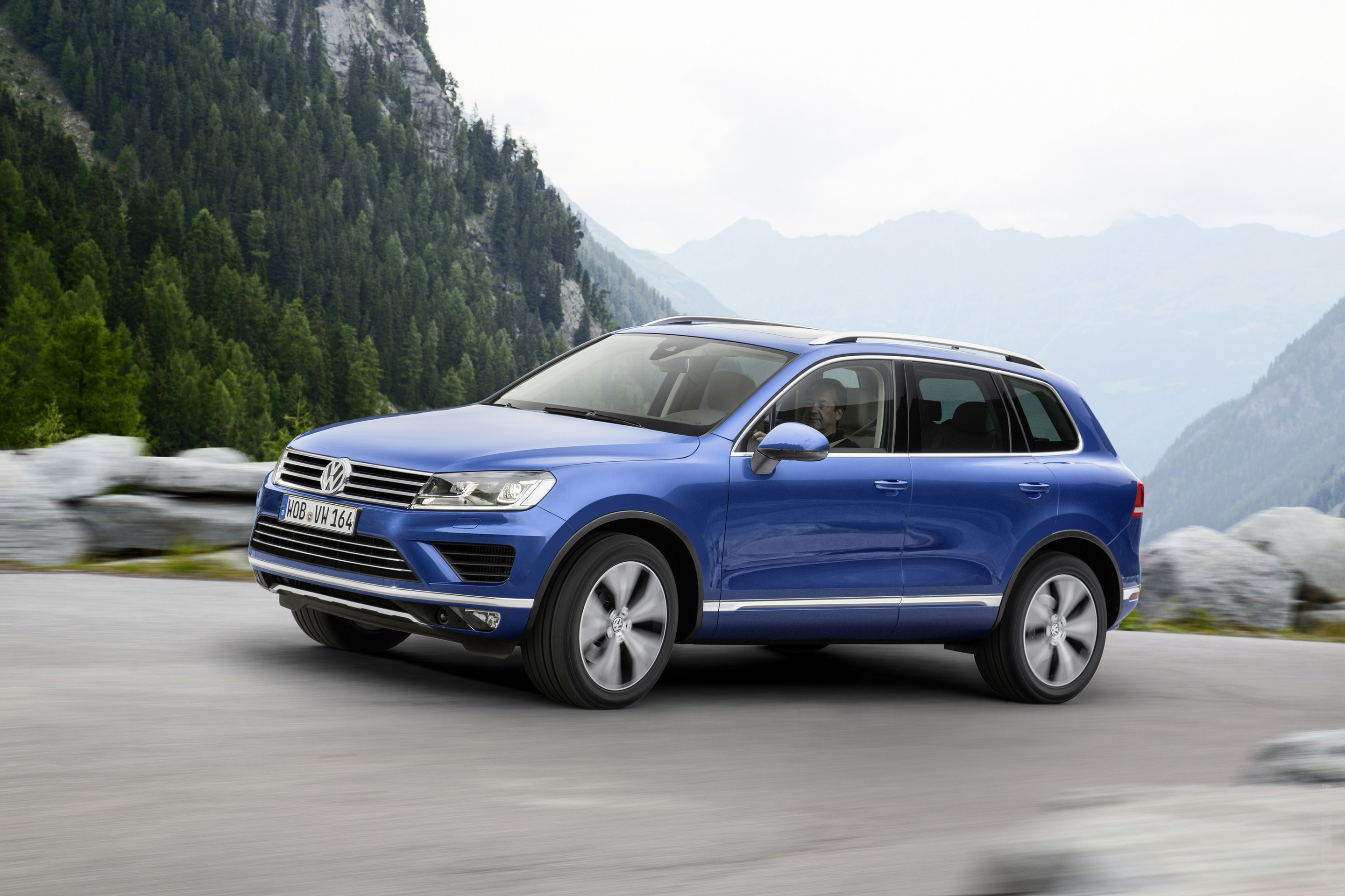 2019 Volkswagen Touareg V6 TDI photo - 4