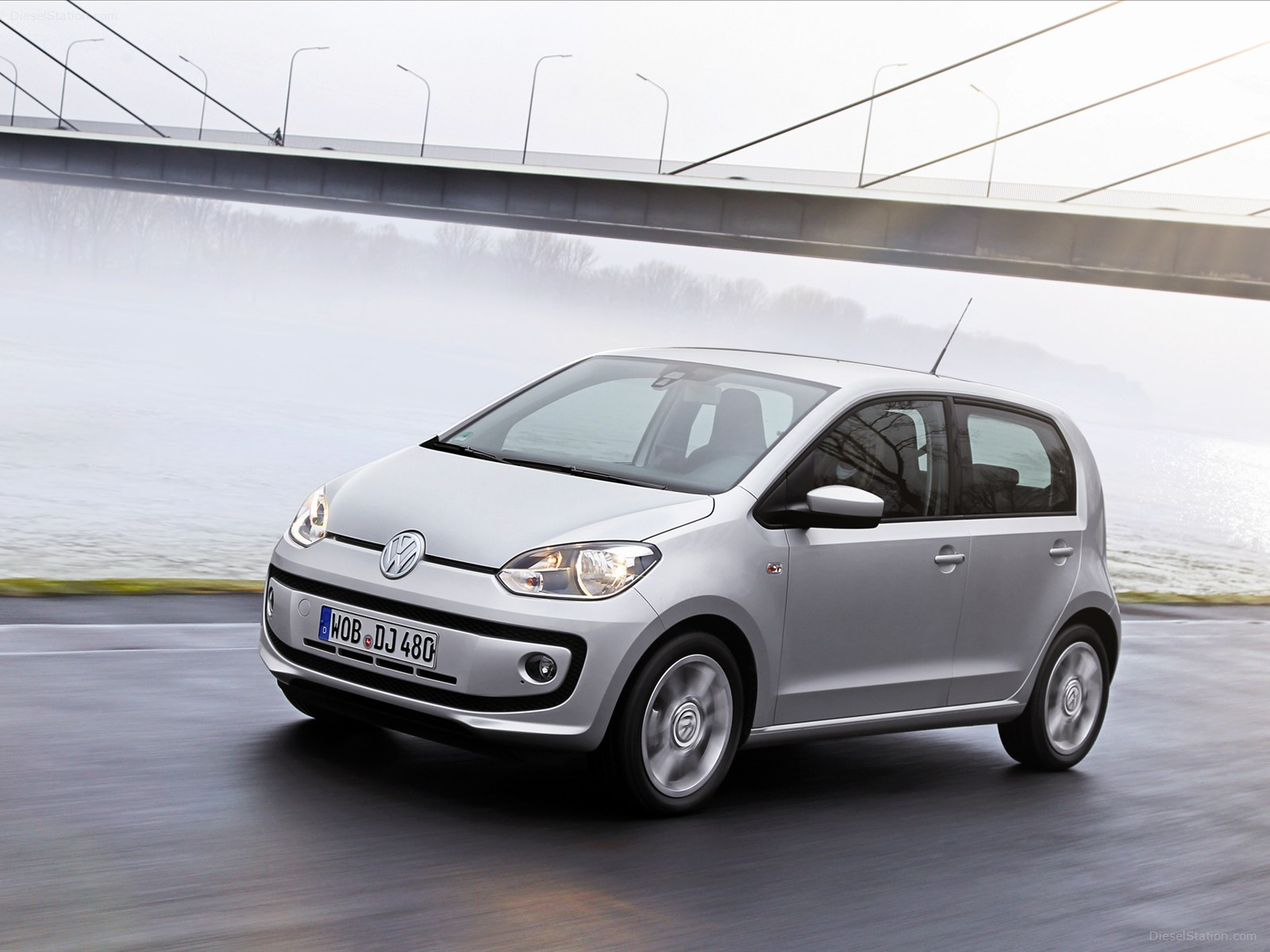 2019 Volkswagen Up 4 door photo - 3