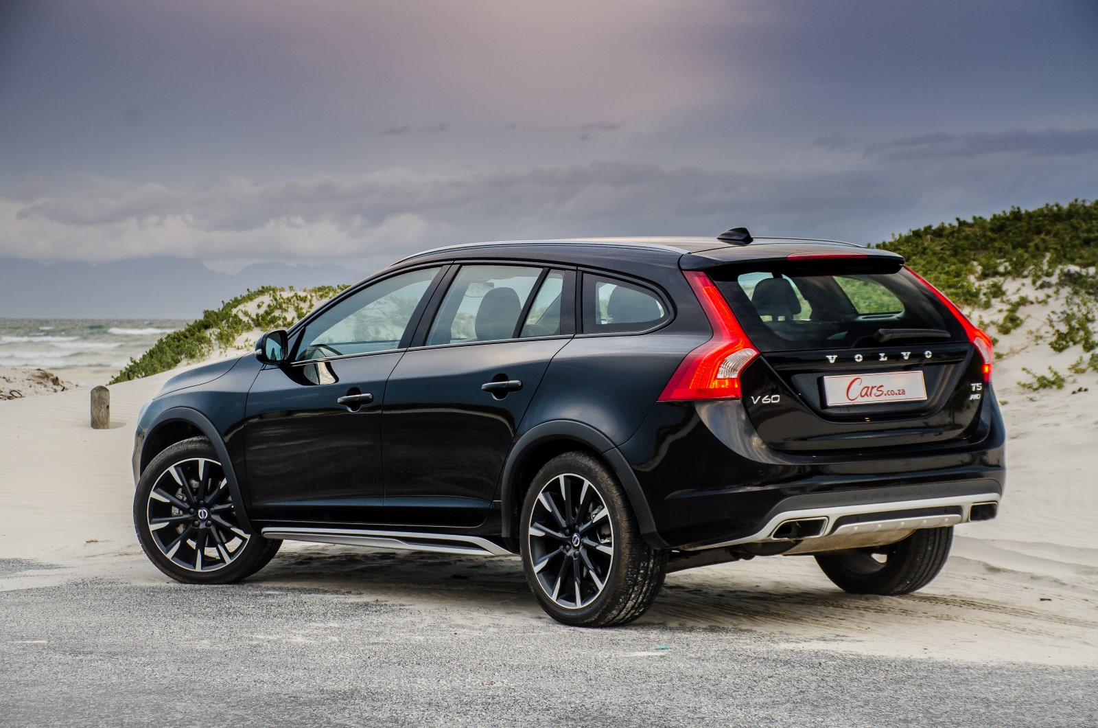 2019 Volvo V60 Cross Country Car Photos Catalog 2018