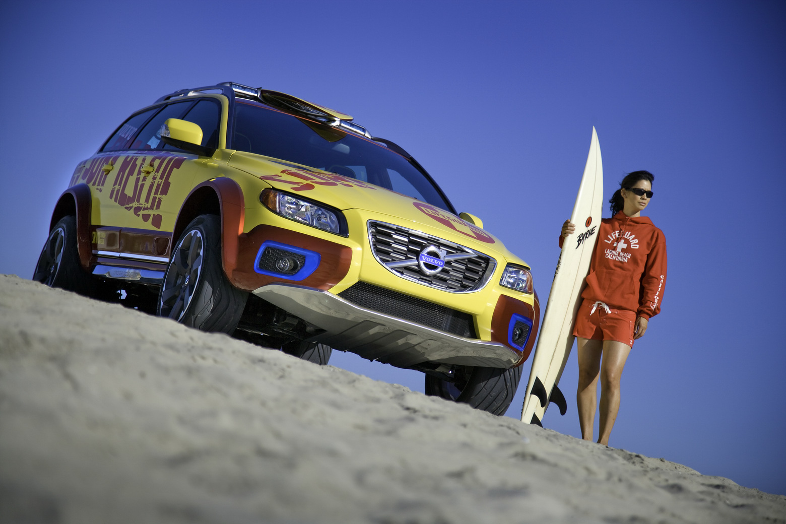 2019 Volvo XC70 Surf Rescue Concept photo - 4