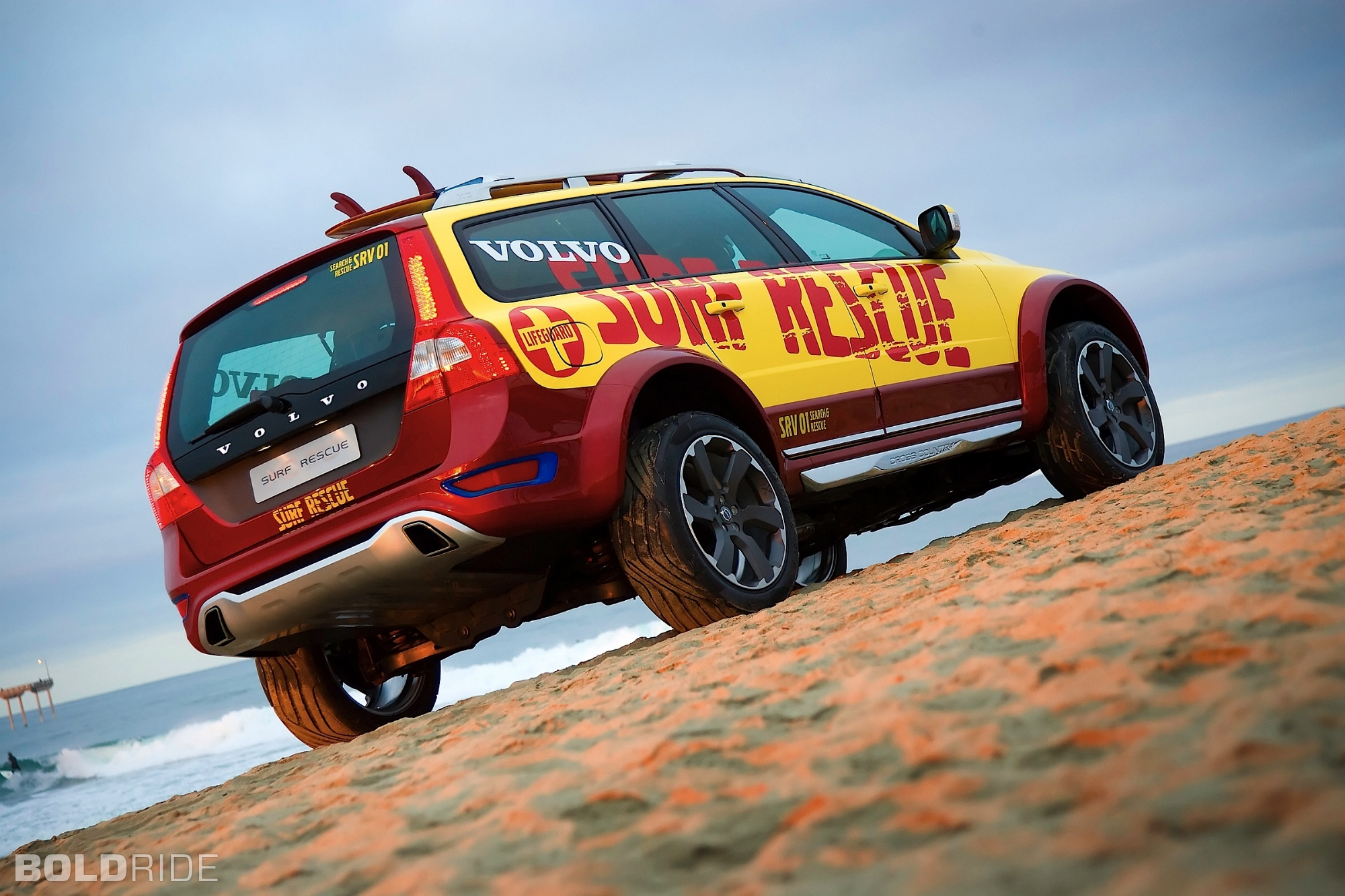 2019 Volvo XC70 Surf Rescue Concept photo - 6