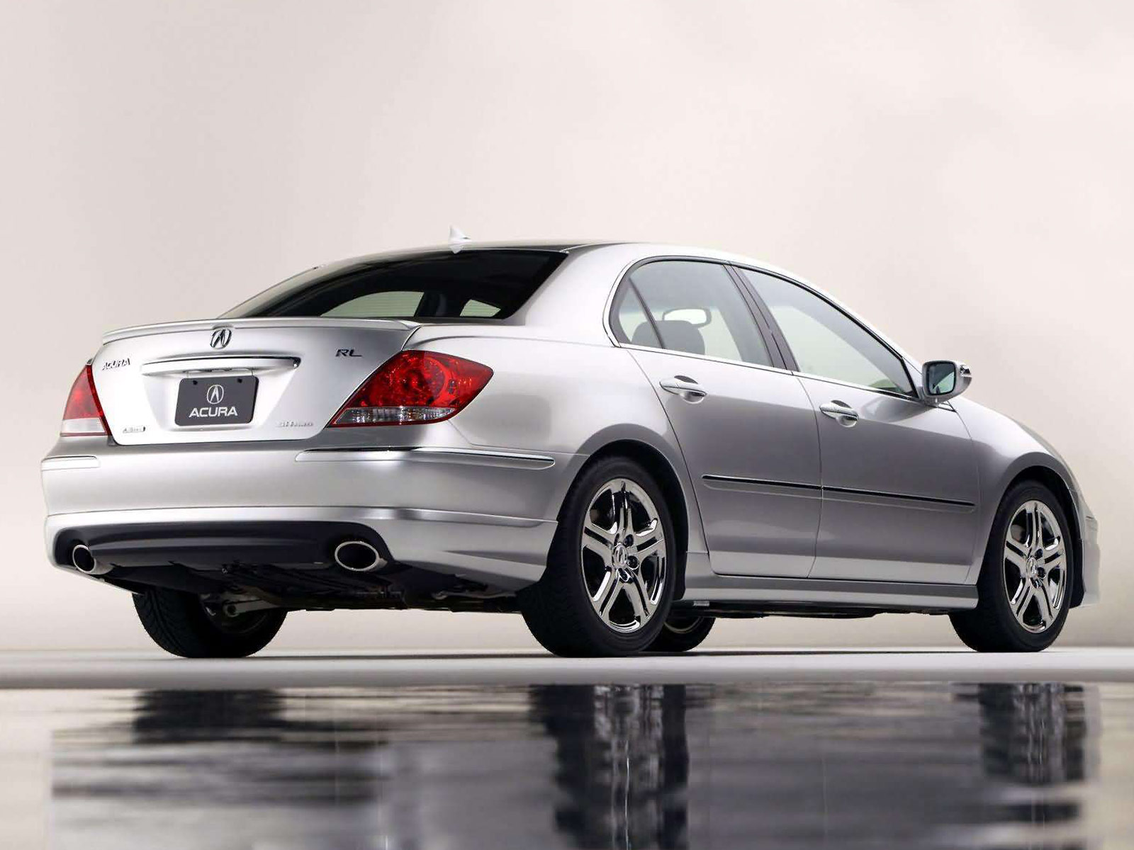 2005 Acura RL with ASPEC Performance Package photo - 4