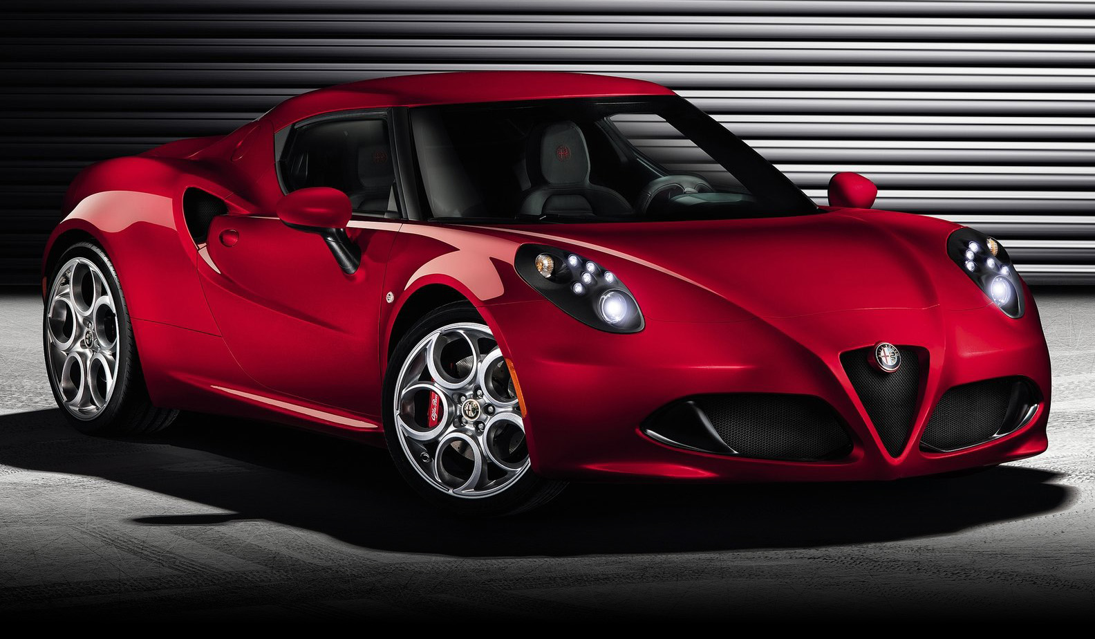 2015 Alfa Romeo 4C photo - 1
