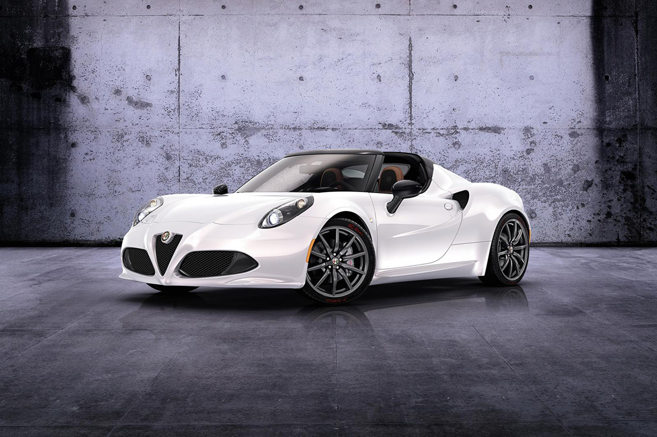 2015 Alfa Romeo 4C photo - 2